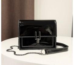 Гарна жіноча лакова сумочка клатч чорна