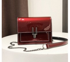 Гарна жіноча лакова сумочка клатч червона