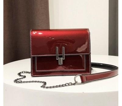 Красивая женская лаковая сумочка клатч красная