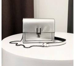 Гарна жіноча лакова сумочка клатч срібляста