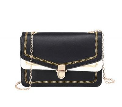 Красивая сумка на цепочке черная