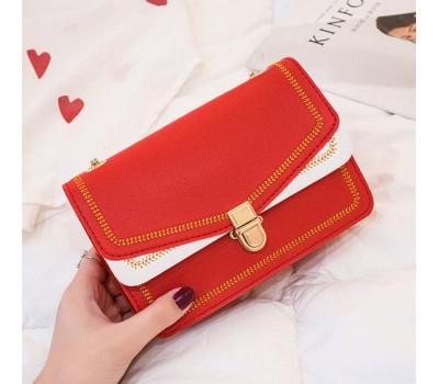 Красивая сумка на цепочке красная