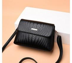 Женская сумка в стиле плетения черная