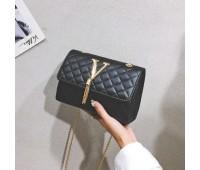 """Женская маленькая сумочка """"V"""" черная"""