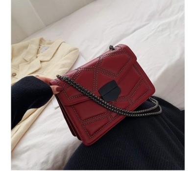 Женская сумка с декором красная