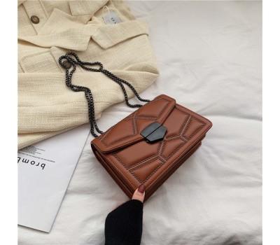 Женская сумка с декором светло-коричневая