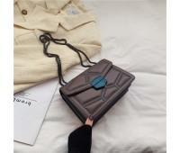 Женская сумка с декором темно-коричневая