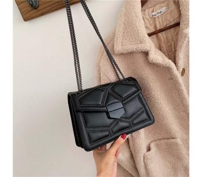 Женская сумка с декором черная