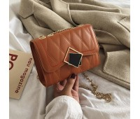 Женская красивая сумка на цепочке коричневая