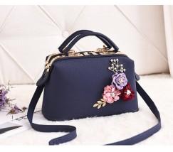 Женская сумка с цветами синяя