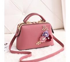 Женская сумка с цветами розовая