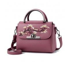 Женская небольшая сумка с вышивкой розовая