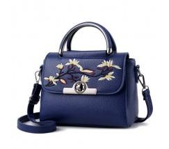 Женская небольшая сумка с вышивкой синяя