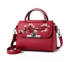 Женская небольшая сумка с вышивкой красная