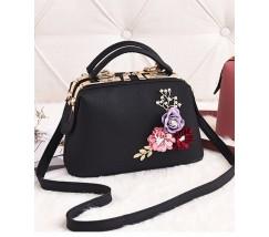 Женская сумка с цветами черная
