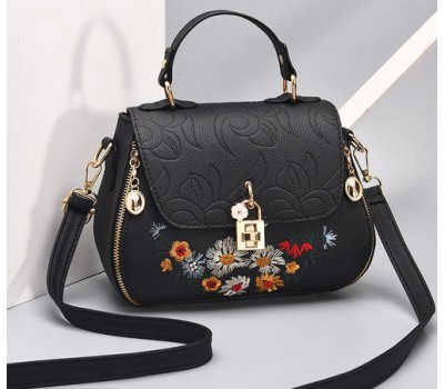 Красивая женская сумка с вышивкой черная