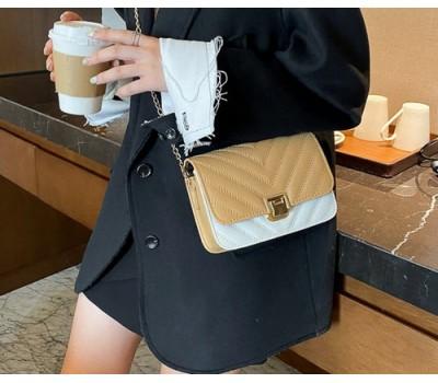 Модная сумочка клатч на цепочке коричнево-белая