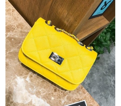 Красивая сумка на цепочке желтая