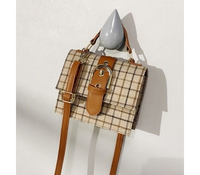 Женская сумка в клеточку из ткани бежевая