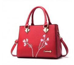 Красивая женская сумка с цветами красная