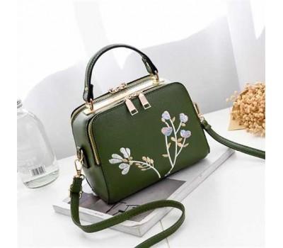 Женская сумка с вышивкой зеленая
