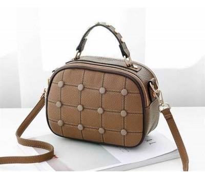 Модная женская сумочка с пуговицами коричневая