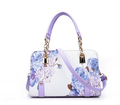 Красивая сумка с узорами белая с сиреневыми цветами