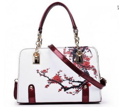 Красивая сумка с узорами белая с бордовыми цветами