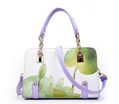 Красивая сумка с узорами белая с зелеными узорами