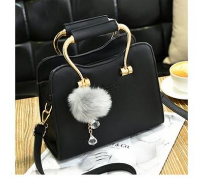 Красивая каркасная женская сумка черная