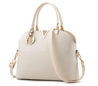 Красивая женская сумка молочная
