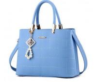 Женская сумка с красивым брелком голубая