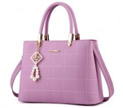 Жіноча сумка з гарним брелоком фіолетова