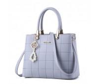 Женская сумка с красивым брелком серая