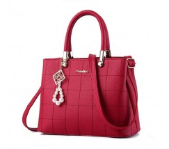Жіноча сумка з гарним брелоком червона