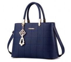 Жіноча сумка з гарним брелоком синя