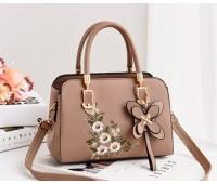 Женская сумка с цветочным узором бежевая