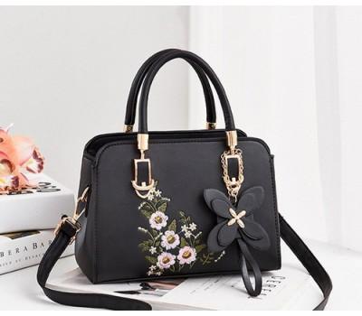 Женская сумка с цветочным узором черная